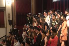 """Galleria Verona, Graduation Ceremony per la consegna degli High School Diploma americani: Elena, Letizia, Michela e Tommaso i nostri """"graduate students"""""""